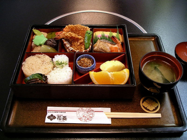 laquered-bento-box