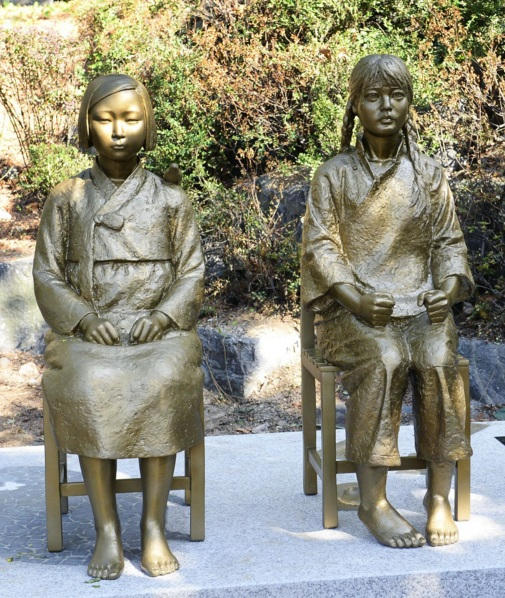 statues-korean-chinese-comfort-women-seoul